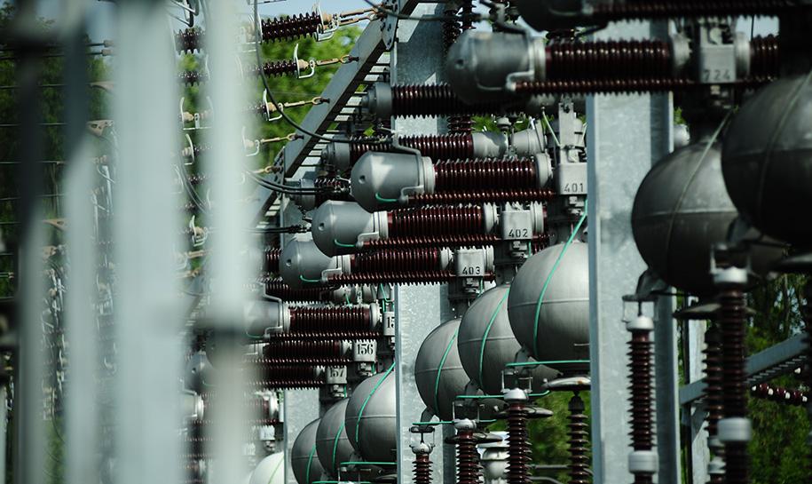 Poteaux de distribution d'électricité
