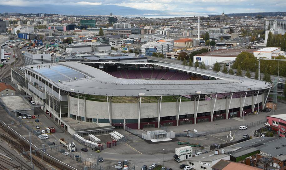 Installation solaire du toit du stade de genève
