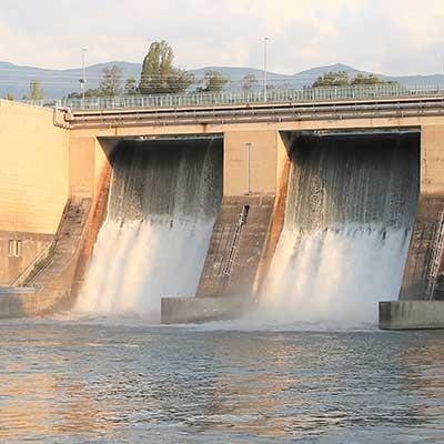 Vannes ouvertes du barrage de Verbois