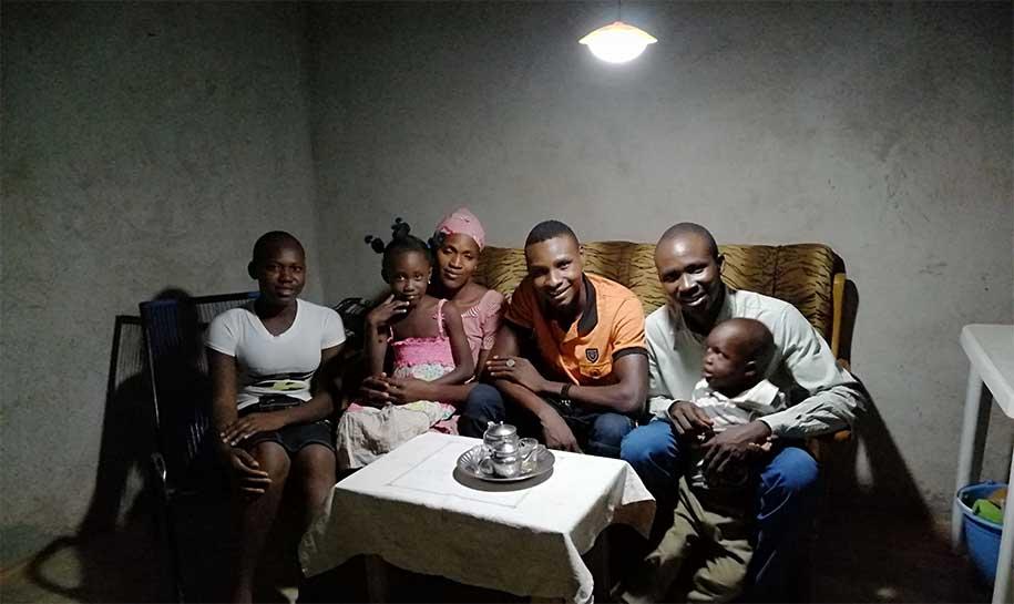 SIG participe au financement de kits solaires au Mali